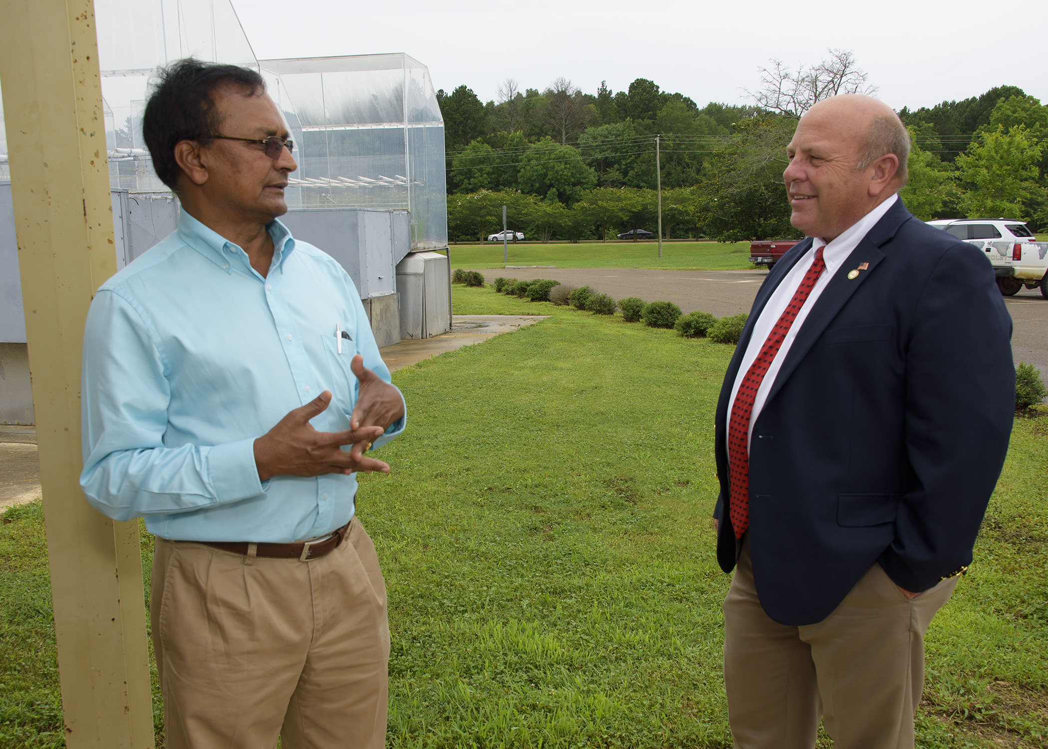 Raja Reddy, a research professor with the Mississippi Agricultural and Forestry Experiment Station, left, shows American Farm Bureau Federation President Zippy Duvall the Soil-Plant-Atmosphere-Research Facility at the R.R. Foil Plant Science Research Center in Starkville, Mississippi, on June 21, 2017. (Photo by MSU Extension Service/Kevin Hudson)