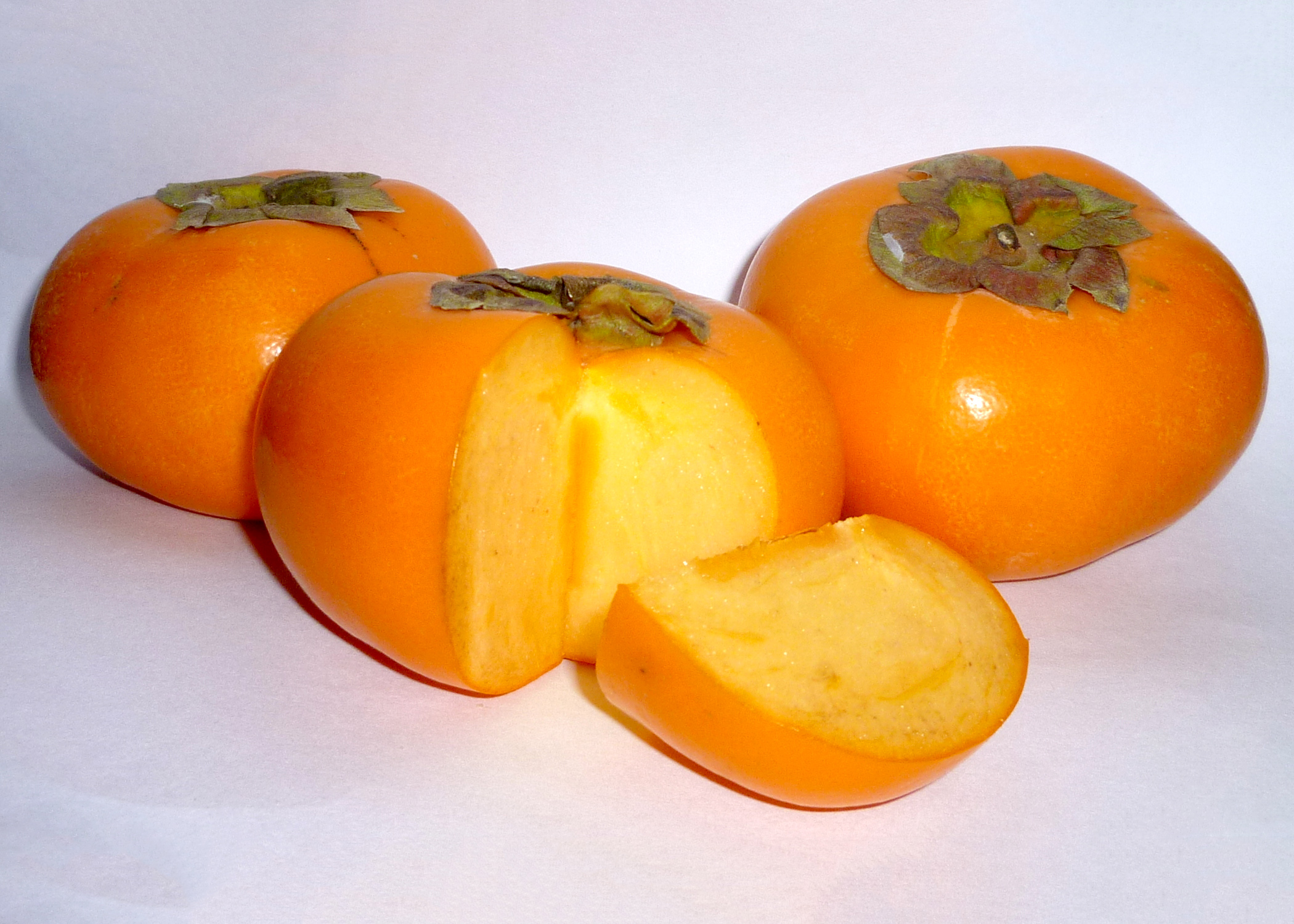 The fruit of the Japanese persimmon look like little pumpkins hanging on a tree. The fruit are sweet, juicy and quite unlike our native persimmons. (Submitted Photo/Wikimedia Commons)