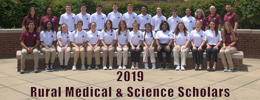 The 2019 Rural Medical Scholars pose as a group.