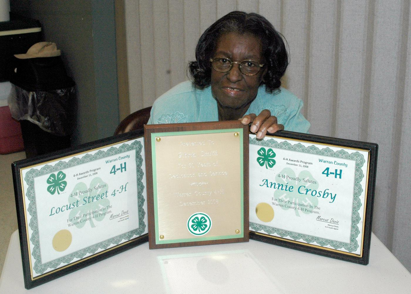 Longtime Warren County 4-H club leader Gloria Smith displays certificates she received from the state 4-H program and the Mississippi Volunteer Leaders Association for her service to youth. (Photo by Patti Drapala)