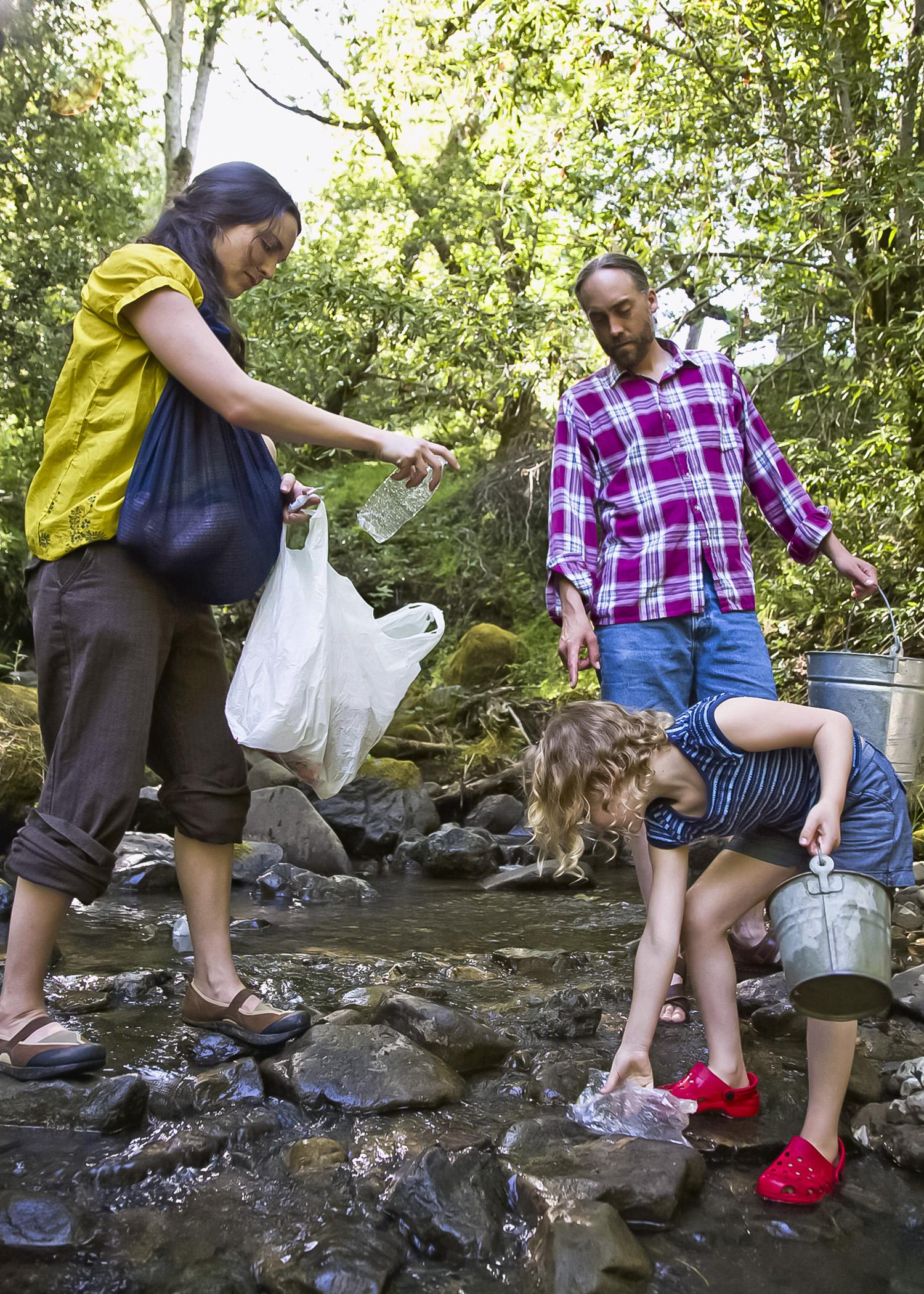 Properly disposing of trash and cleaning up litter keep the outdoors safe for wildlife, helps preserve water quality and makes communities more attractive. (Photo by Thinkstock)