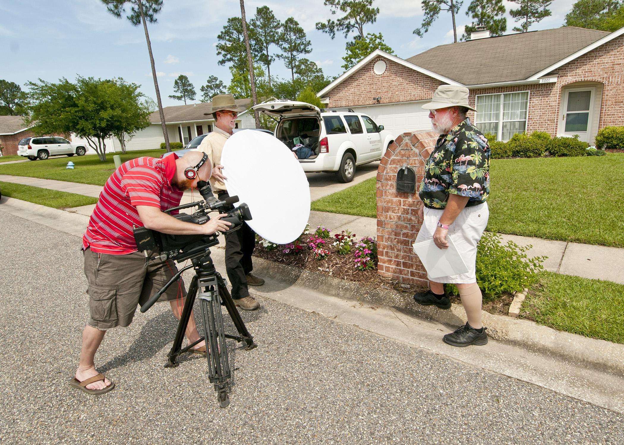 After a couple of skin cancer scares, Southern Gardening personality Gary Bachman wears sunscreen and a hat when working outdoors on the set or in the garden. (File photo by MSU Ag Communications)