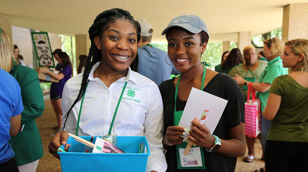 2 young women at 4H Congress.