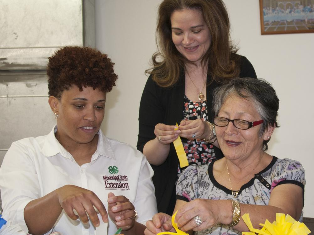 Xenia Wickline, center, is a Biloxi community advocate who works with Kim Gowdy, left, to deliver educational sessions to women in the Mujeres Unidas (Women United) program. Rosa Bender has participated in the program for more than a year. (Photo by MSU Extension Service/Kat Lawrence)