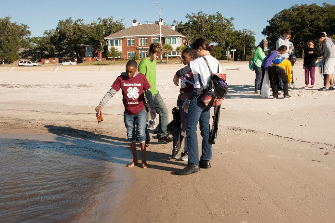 Harrison County 4-H volunteers remove debris from Mississippi beaches. Photo by Agricultural Communications.
