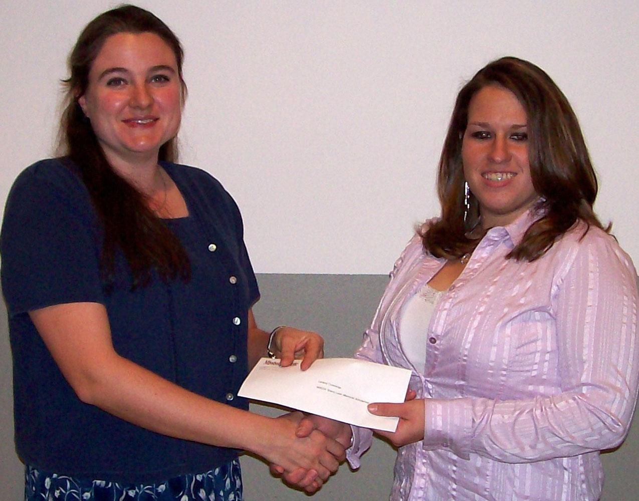 Laramy Cummings, right, is presented the Mississippi Eventing and Dressage Association/Sherry Levin Memorial Scholarship. Jenna Schilling, MEDA membership coordinator, presented the award. (Photo by Wes Schilling/MSU)