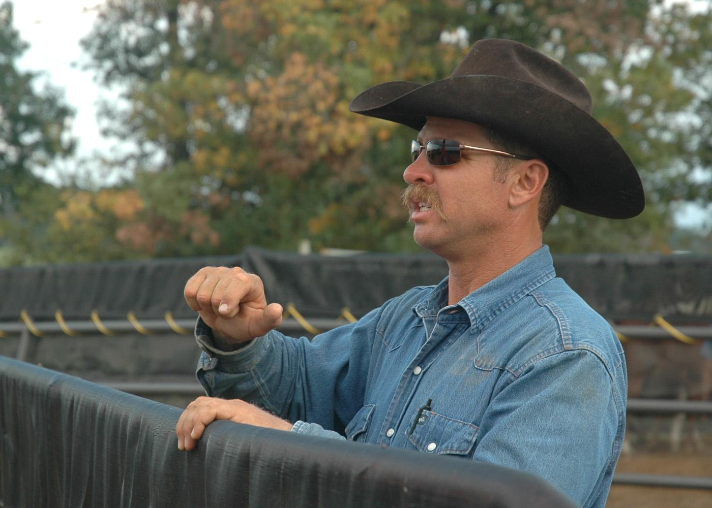 Horse trainer Michael Freely instructs Mississippi State University students in an equine behavior class. (Photo by Linda Breazeale)