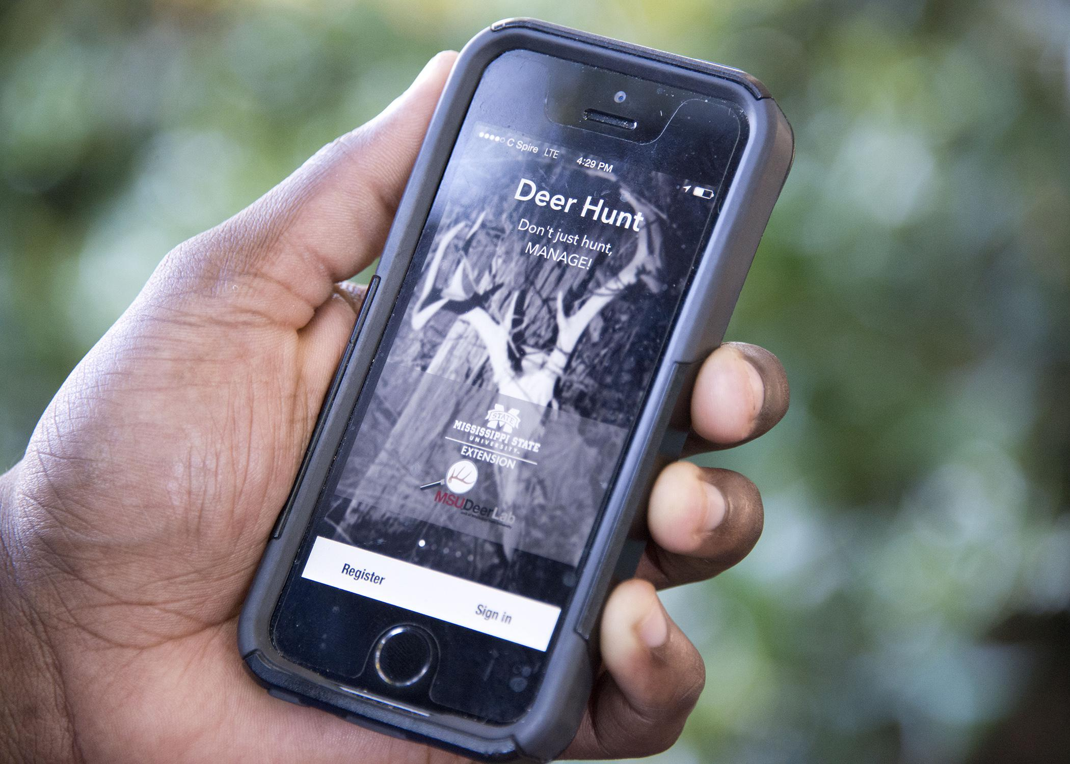 Updated features in a free phone app from the Mississippi State University Extension Service can help deer hunters improve their outdoor experiences and herd management abilities. (Photo by MSU Forest and Wildlife Research Center/David Ammon)