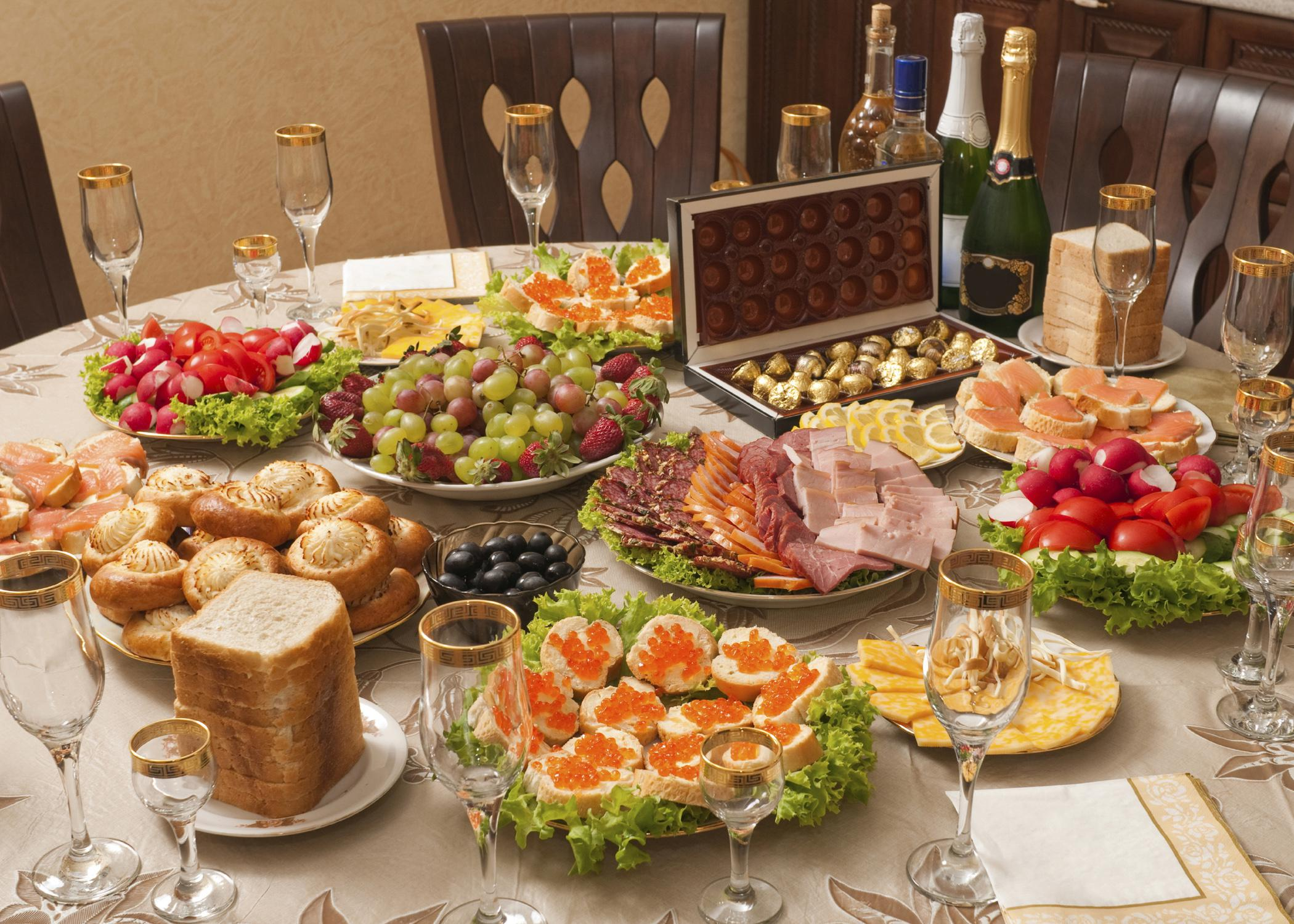 Portion control and careful choices make it possible to enjoy holiday meals without gaining weight. (Photo by Getty Images/iStockphoto)