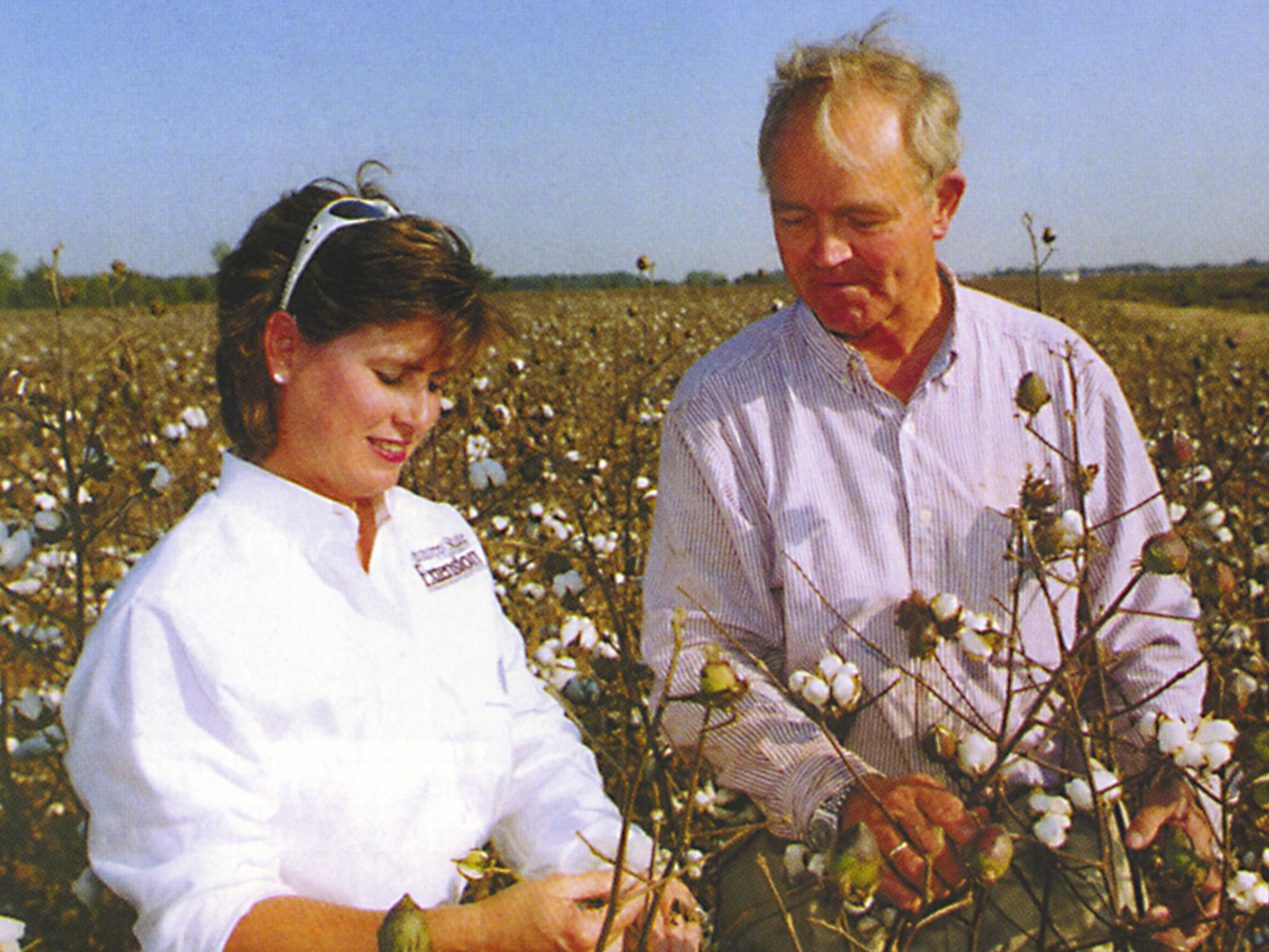 The glass ceiling Ann Fulcher Ruscoe shattered in 1996 was outside in the Mississippi Delta's wide expanse of agricultural fields. In fall 2000, she worked with cotton grower Kenneth Hood of Gunnison. (File photo from the MSU Alumnus Magazine)