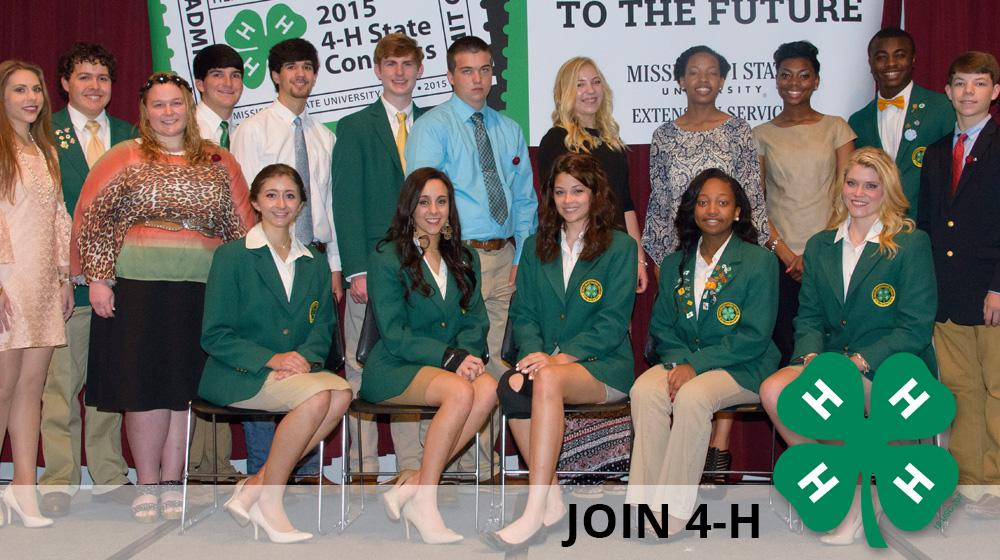 A group of young men and ladies posing at 4-H Congress.