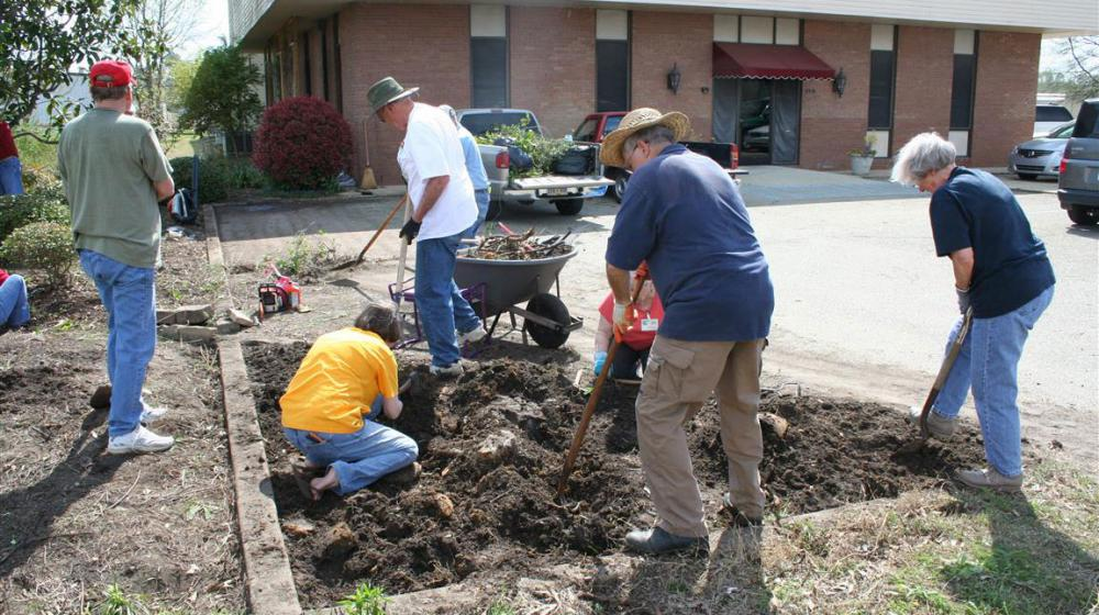 Lee County master gardeners at work.